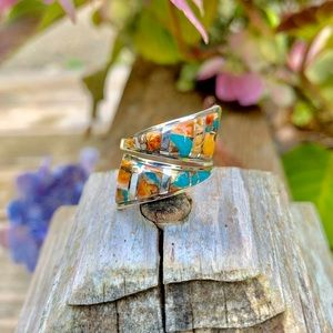 🌷NWT Spiny oyster adjustable inlay bypass ring